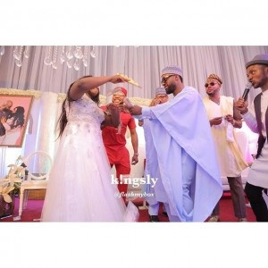 Funny Photos Of Iyanya Dancing On Stage With Bride At A Wedding