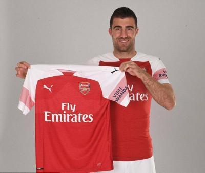 Arsenal Signs Defender Sokratis Papastathopoulos From Borussia Dortmund